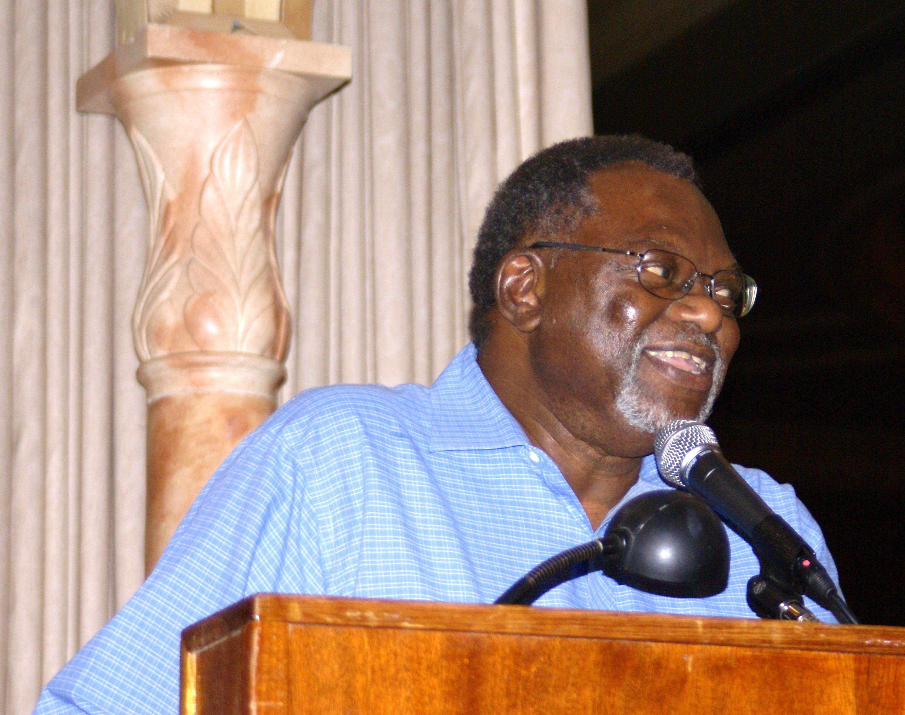 Nelroy Jackson received the Jake Sigg Award for Vision and Service at the 2007 Symposium in San Diego. Photo: Bob Case